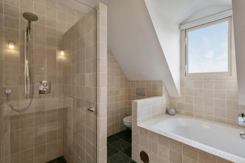 Badkamer Onder Dakkapel : Kast onder schuine kap kast schuine wand zolder kasten voor